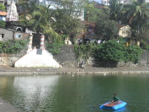 Banganga_Tank,_Mumbai